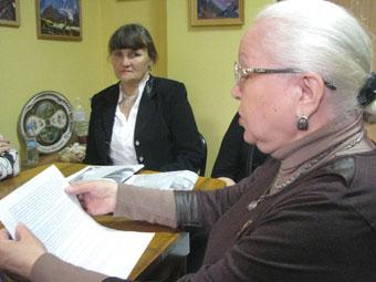 ДБЛ в УЦ - Литвинова зачитывает отрывок из Света Азии 9х12